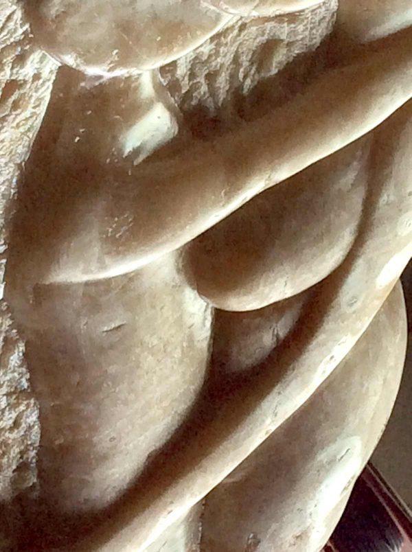 Couple, sculpture en onyx, réalisé par Xavier Loire, sculpteur sur pierre, en 2014