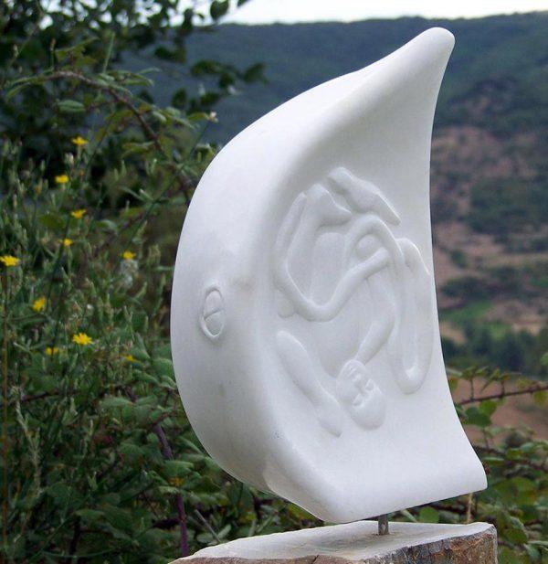 Le jour vendra, sculpture en albâtre, réalisé en 2007, collection particulière