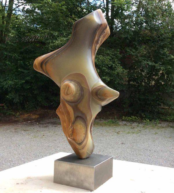 La danse de l'ours : Sculpture en onyx, réalisé par Xavier Loire, sculptuer en 2014