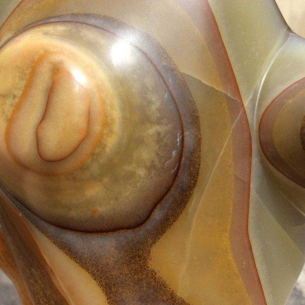 La danse de l'ours - sculpture en onyx, détail, réalisé par Xavier Loire sculpteur eun 2014